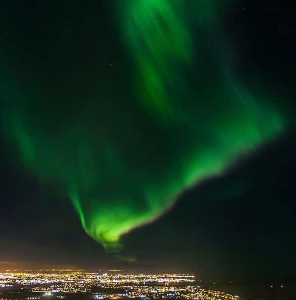 aurore-boreale-sur-reykjavik