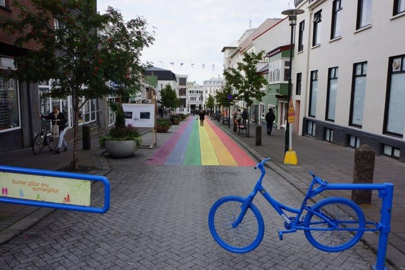 Rue arc en ciel à Reykjavik