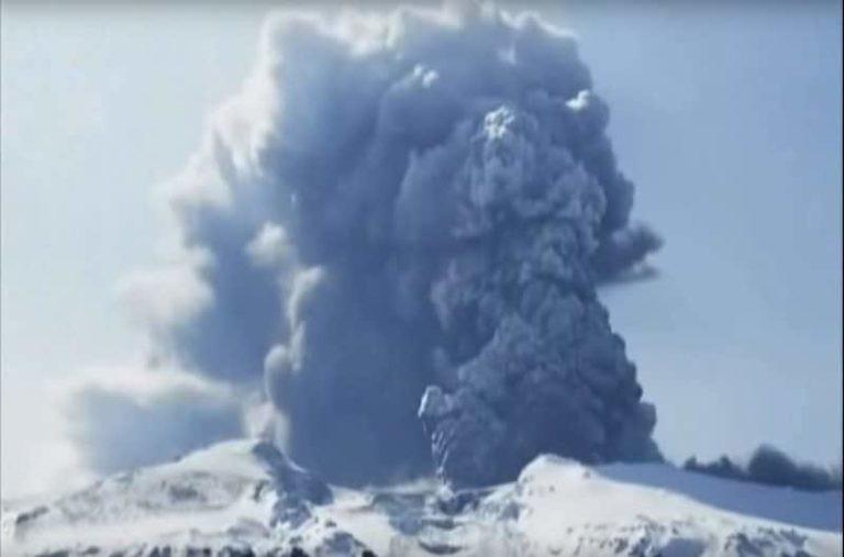 Reportage sur l'éruption volcanique de l'Eyjafjallajökull en 2010