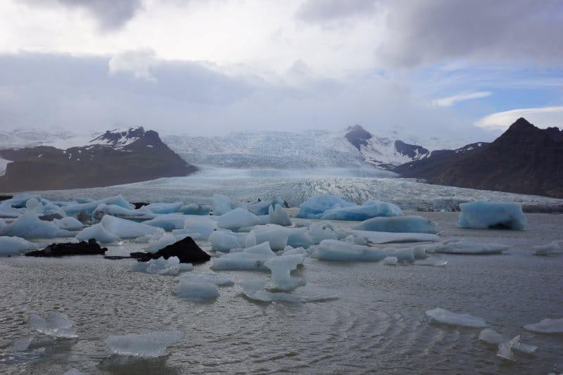 Fjallsárlón et le glacier du Vatnajökull au fond