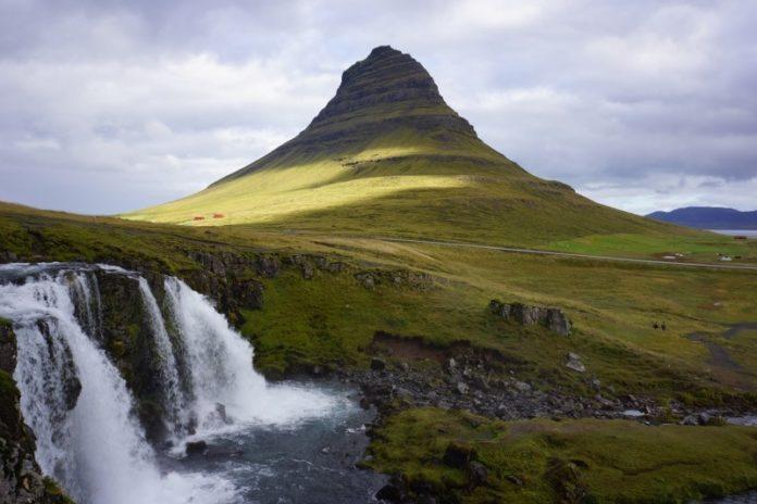 Mont Kirkjufell et Kirkjufellsfoss