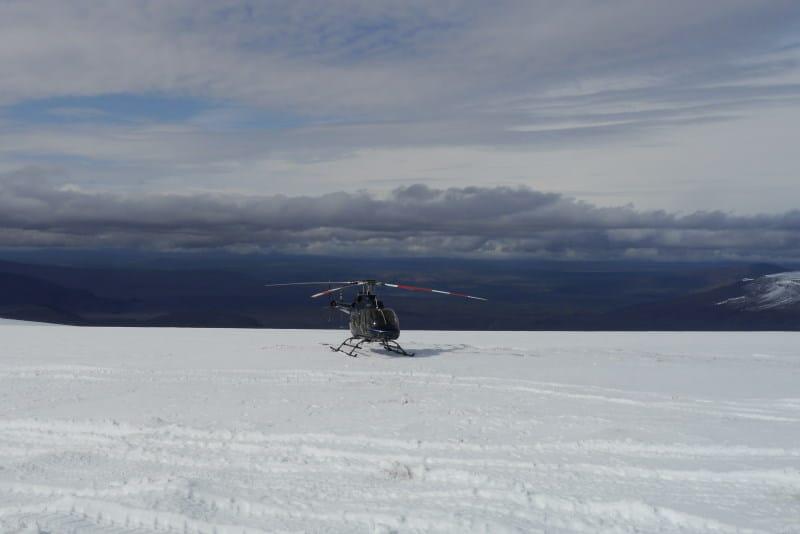 Helicoptère sur un glacier