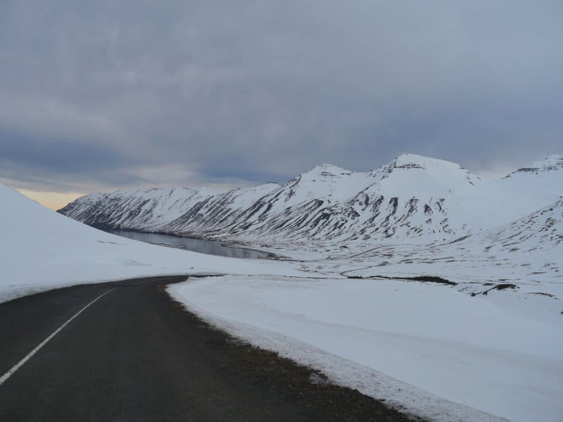 Fjord de Siglufjordur en hiver